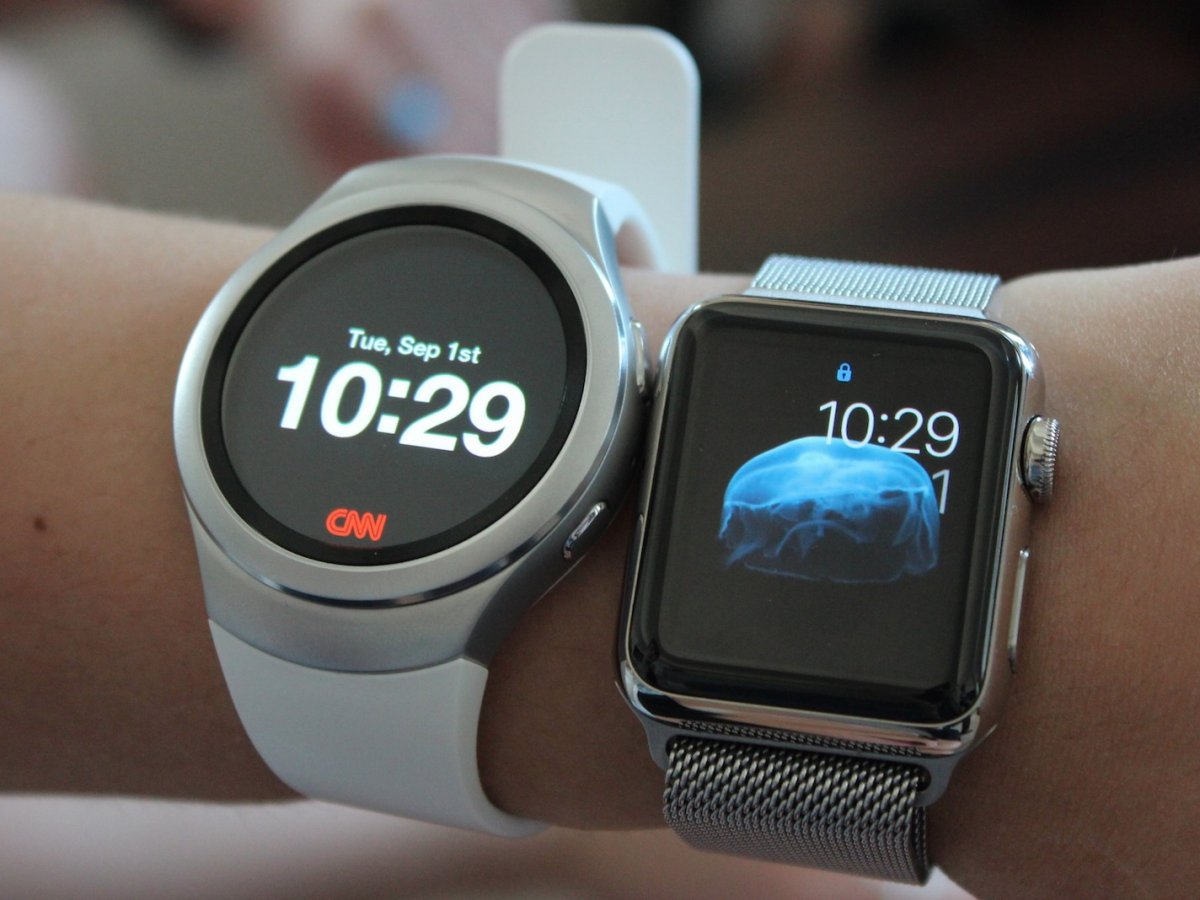 heres-a-gear-s2-compared-to-the-38mm-smaller-apple-watch