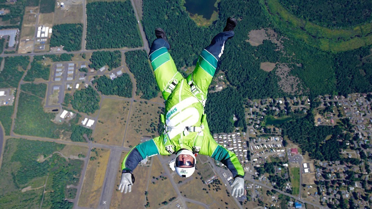 skydiver-withou-parachute-2
